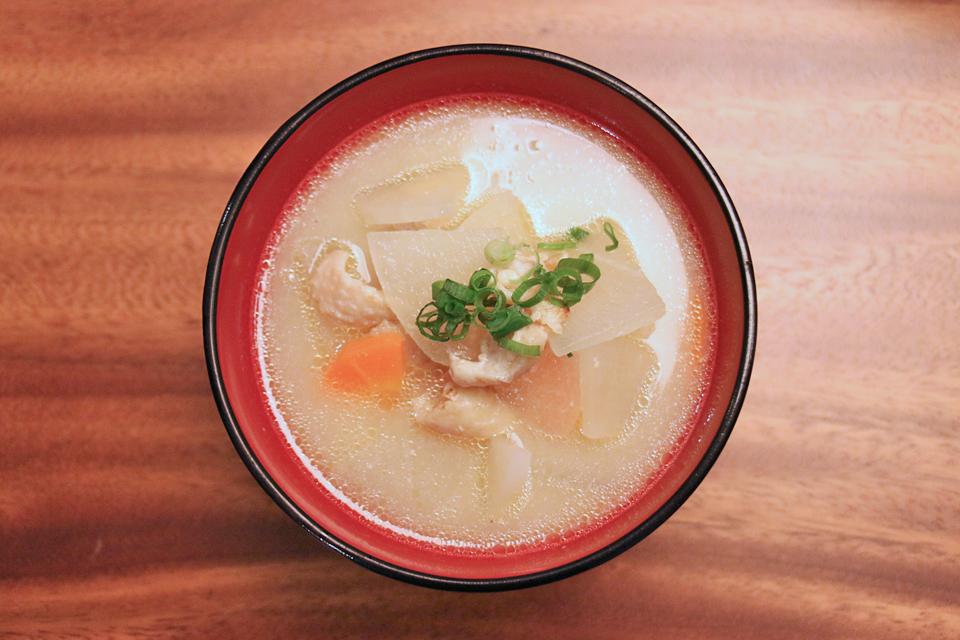 鶏皮と大根のお味噌汁