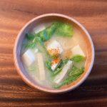レタスと油揚げのお味噌汁