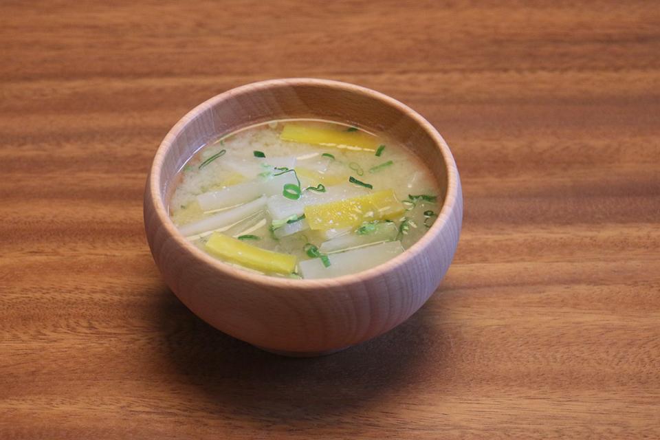 大根と金美人参のお味噌汁