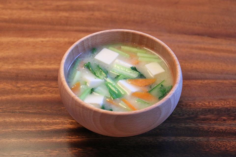 豆腐と小松菜のお味噌汁