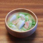 里芋とベーコンとレタスのお味噌汁