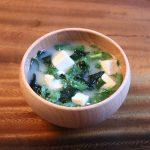 春菊と豆腐とわかめのお味噌汁