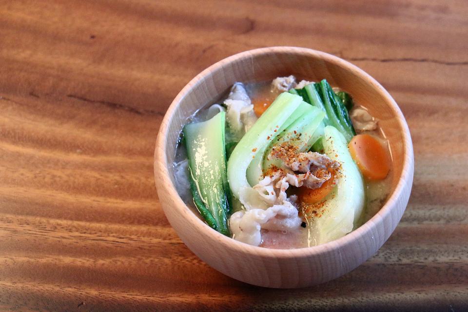 豚肉とチンゲン菜のお味噌汁