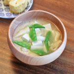 絹さやと豆腐と油揚げのお味噌汁