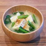 田舎豆腐と小松菜のお味噌汁