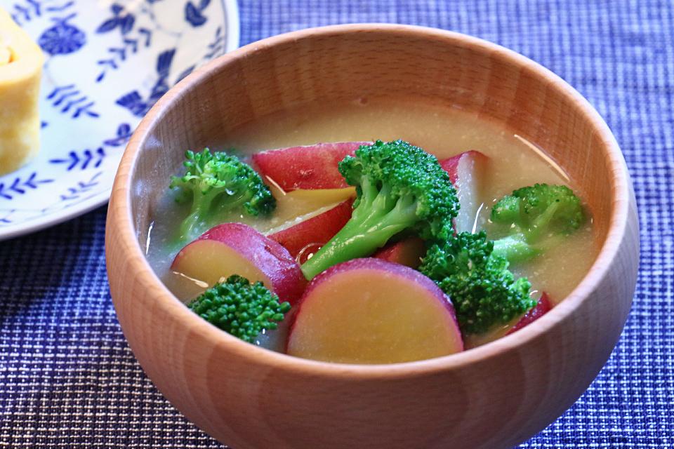 さつまいもとブロッコリーのお味噌汁