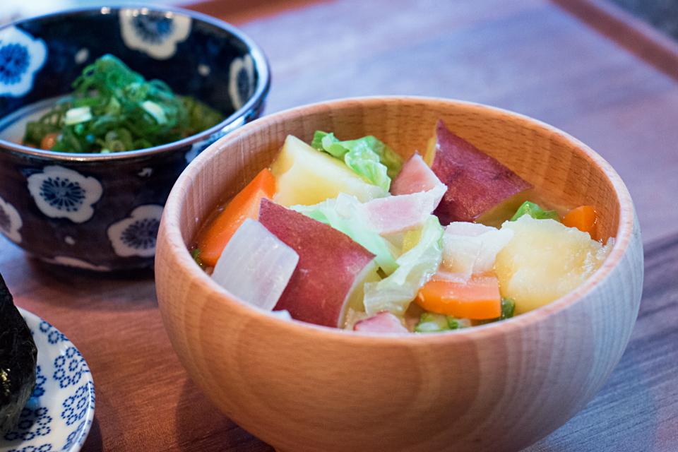 さつまいもと野菜のお味噌汁