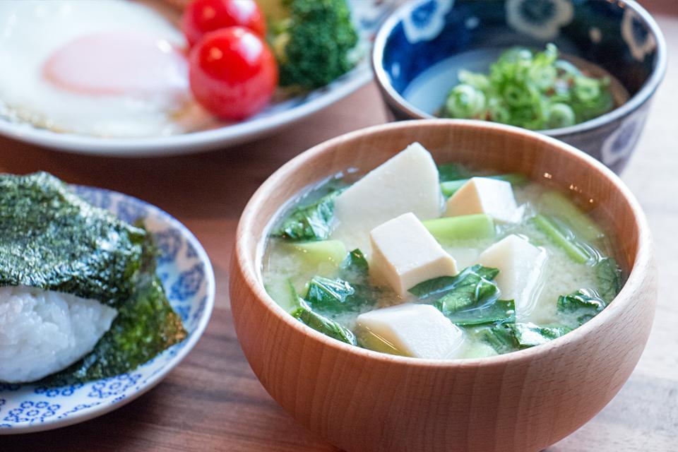 たけのこ芋と小松菜のお味噌汁