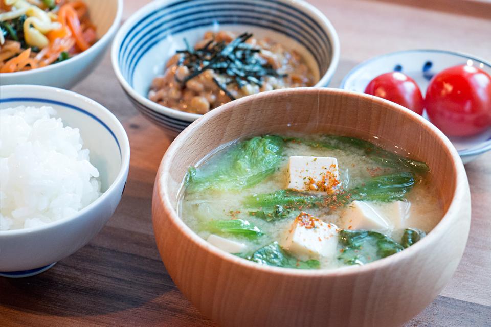 レタスと豆腐のお味噌汁
