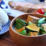 厚揚げとかぼちゃと小松菜のお味噌汁