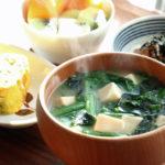 春菊とわかめのお味噌汁