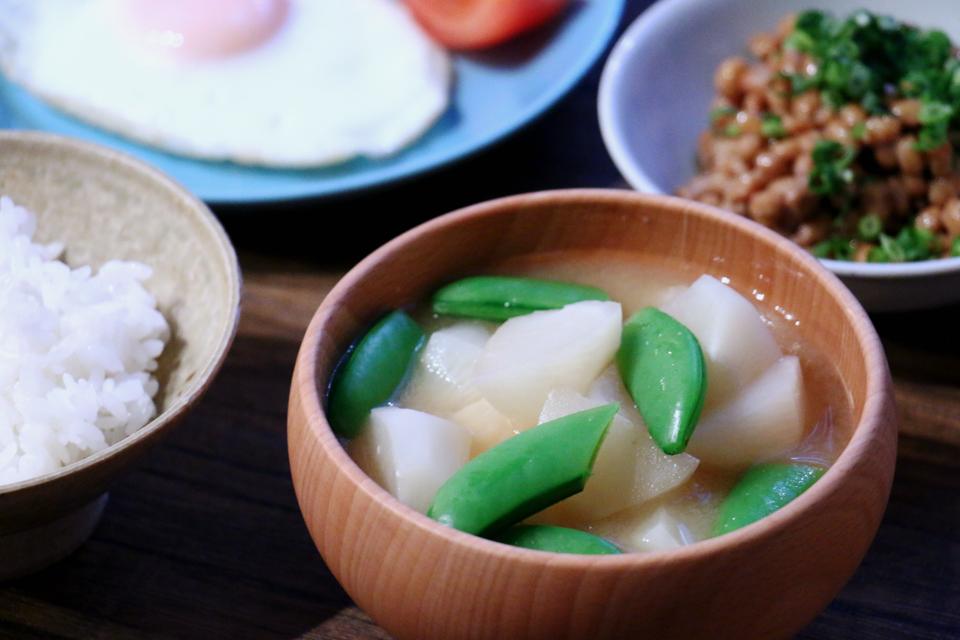 かぶとスナップエンドウのお味噌汁