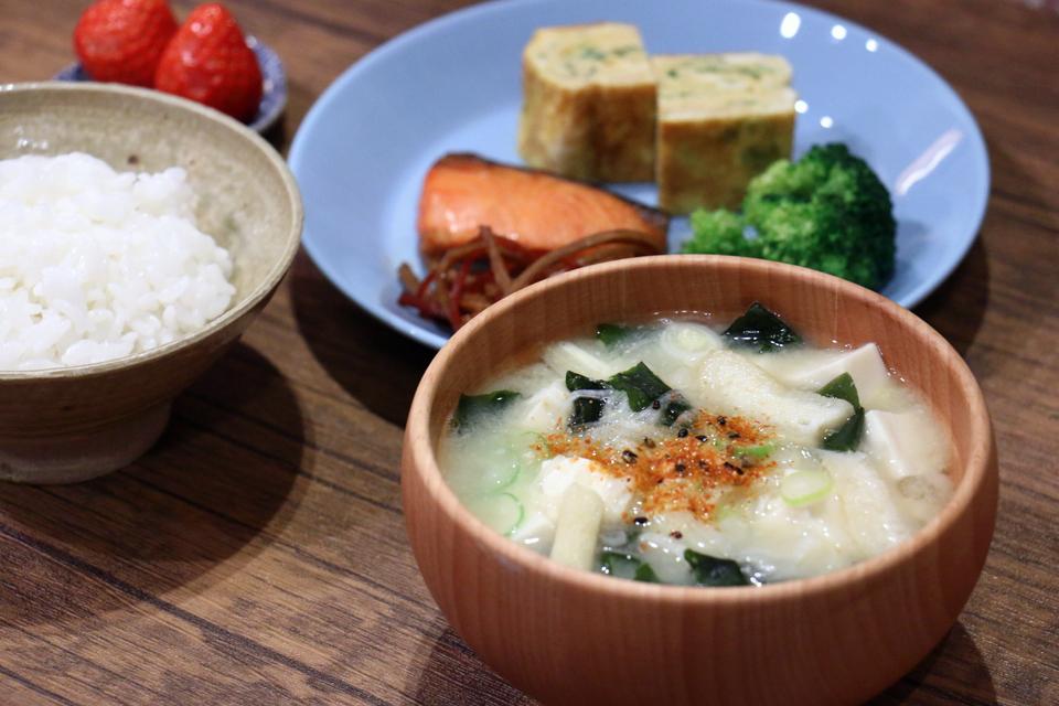 豆腐とわかめと長ねぎのお味噌汁