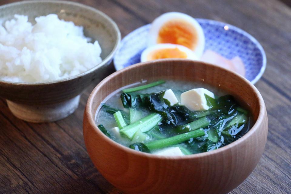 小松菜とわかめのお味噌汁