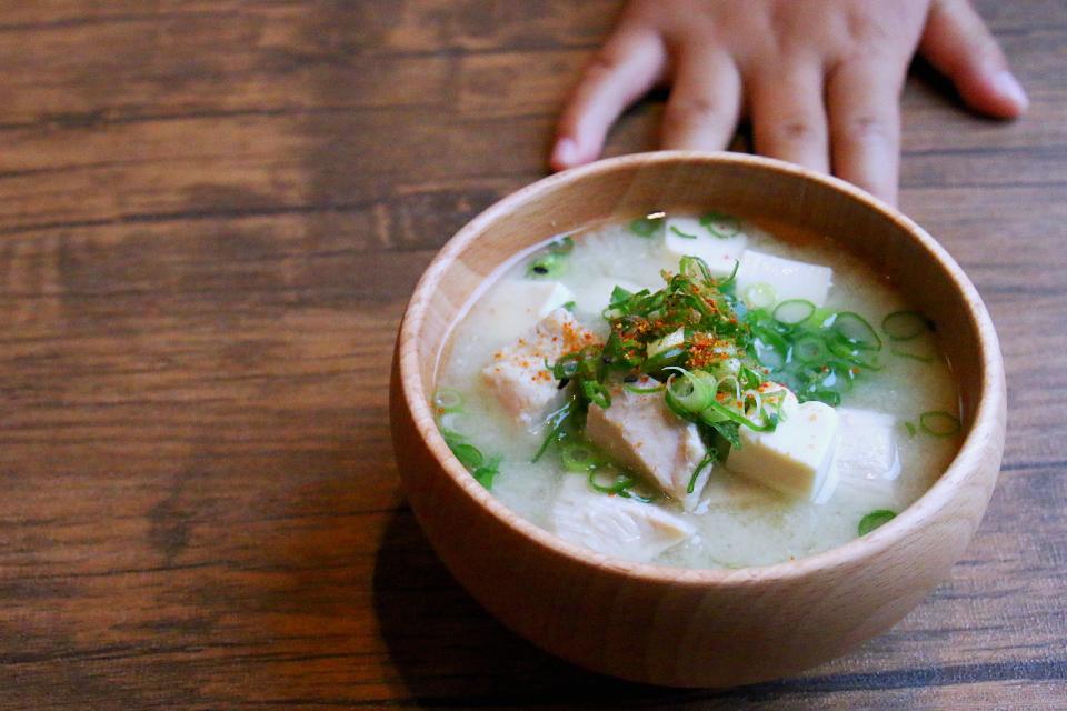 鶏むね肉と豆腐のお味噌汁
