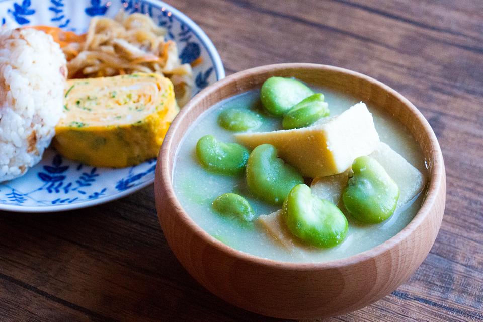 高野豆腐とそら豆のお味噌汁