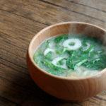 春菊とちくわのお味噌汁