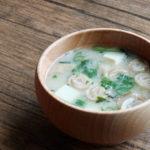 うずまき麩と豆腐とわかめのお味噌汁