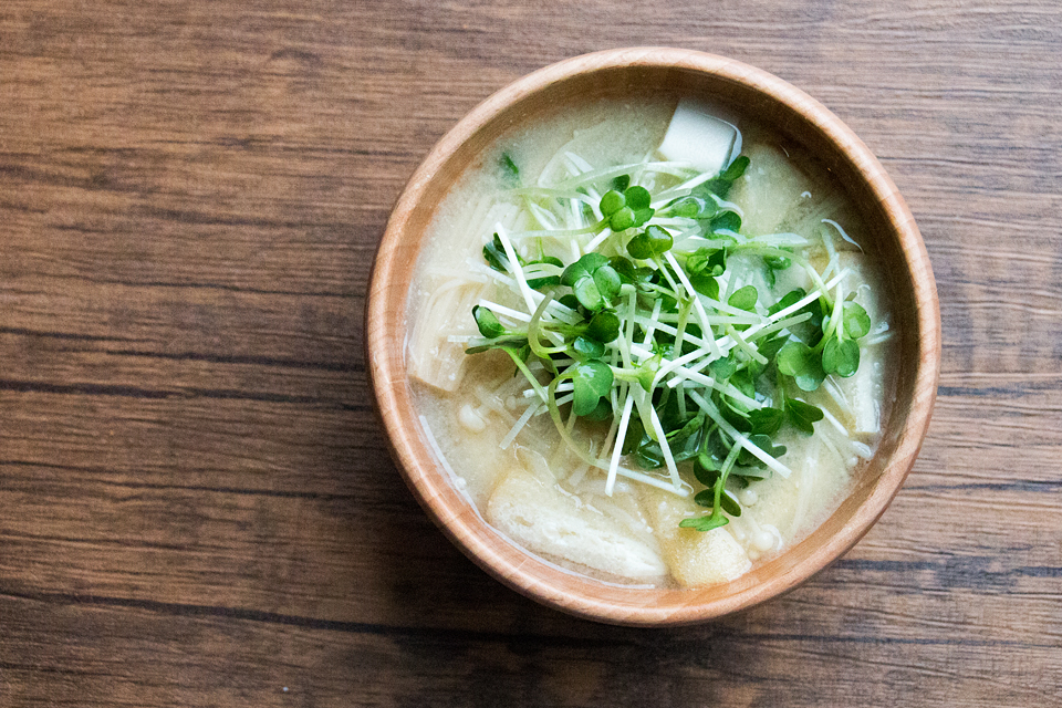 かいわれ大根と豆腐のお味噌汁